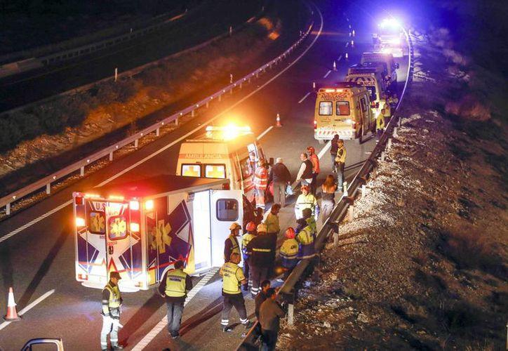 Trece personas fallecieron esta noche en un accidente de autobús en Cieza (Murcia), España. (EFE)