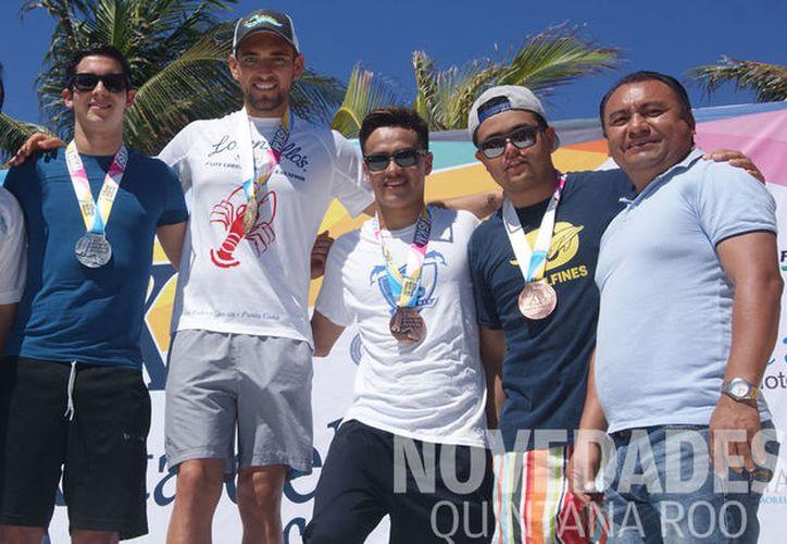"""El nadador quedó en el tercer lugar en la """"Copa Swin Store de Puerto Vallarta"""" de Aguas Abiertas. (Raúl Caballero/SIPSE)"""