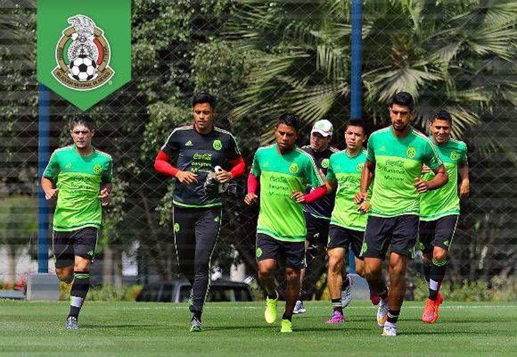 Este martes, la escuadra Tricolor hará un reconocimiento por la tarde, a la cancha del Estadio Nacional de Lima, sede del cotejo ante los locales. Imagen del entrenamiento del Tri. (Femexfut.org.mx)