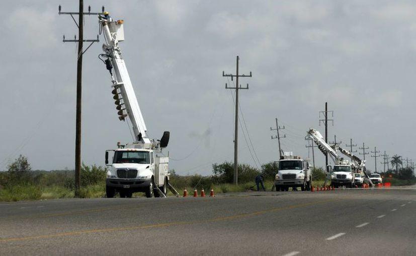 """Los meteoros """"Ingrid"""" y """"Manuel"""" dejaron sin energía eléctrica a diferentes partes del país. (Notimex)"""