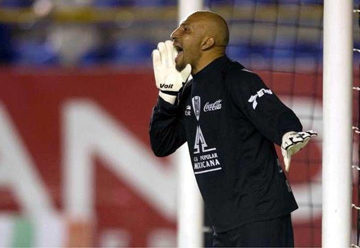 'Conejo' Pérez debutó con Cruz Azul y desde entonces ha jugado también con equipos como Necaxa y San Luis. (mediotiempo.com)