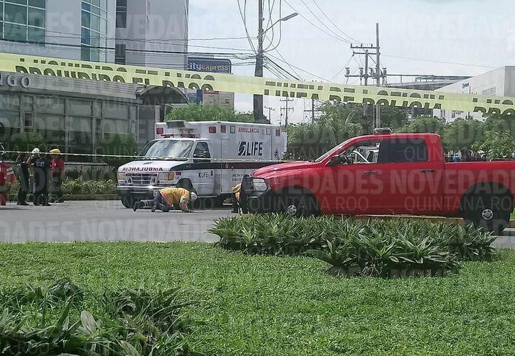 Se mantiene cerrada la circulación en la avenida Bonampak y Nichupté. (Eric Galindo/ SIPSE)