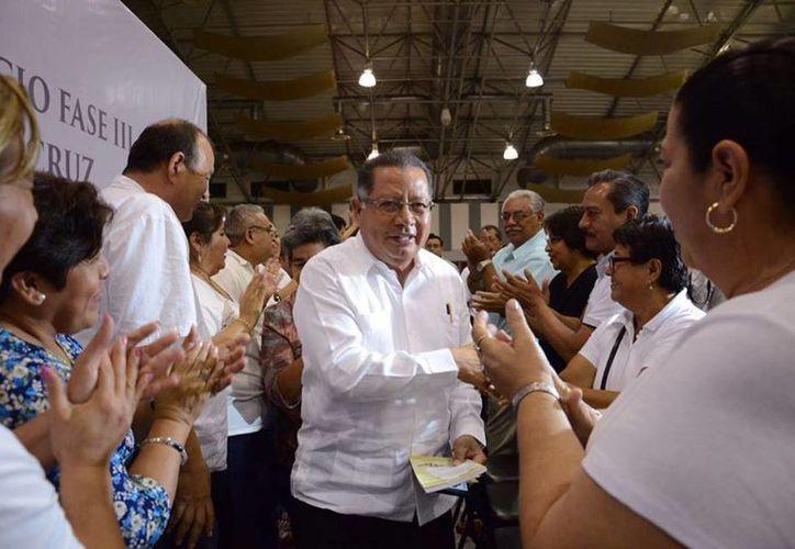 Flavino Ríos, gobernador interino de Veracruz, aseguró que desconocía la crisis financiera que hay en el estado. (facebook.com/pg/Flavino.Rios)