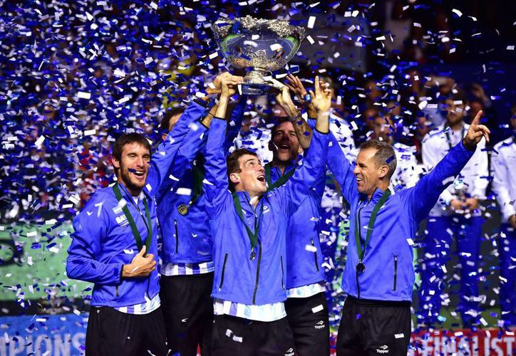 Argentina celebra el título de la Davis tras el partido decisivo que han jugado Croacia y Argetina en Zagreb, Croacia. (EFE/EPA)