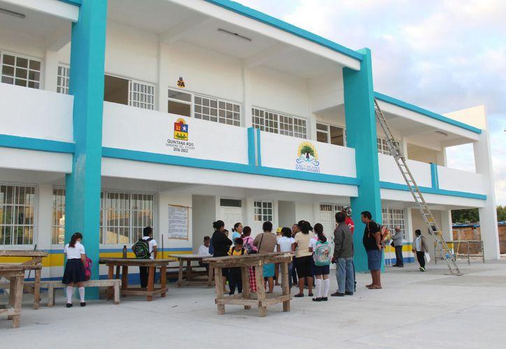 El Ejecutivo estatal prevé apoyar con rehabilitación física a escuelas que se ubiquen en las 50 primeras comunidades. (Adrián Barreto/SIPSE)