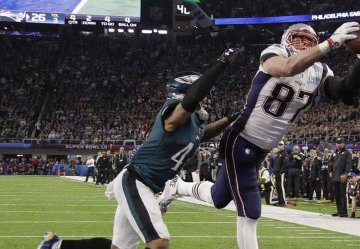 Tras perder el Súper Bowl ante los Eagles de Filadelfia, Rob Gronkowski dijo que tomaría algunas semanas para evaluar su futuro y no descartó el retiro. (Contexto/Internet)