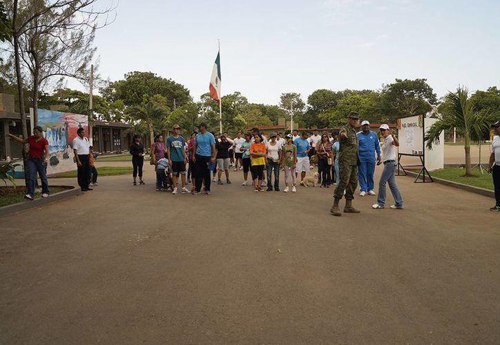 """Ayer se realizó el primer paseo dominical """"Conoce a tu Ejército"""" dentro de la 34 Zona Militar.  (Claudia Martín/SIPSE)"""
