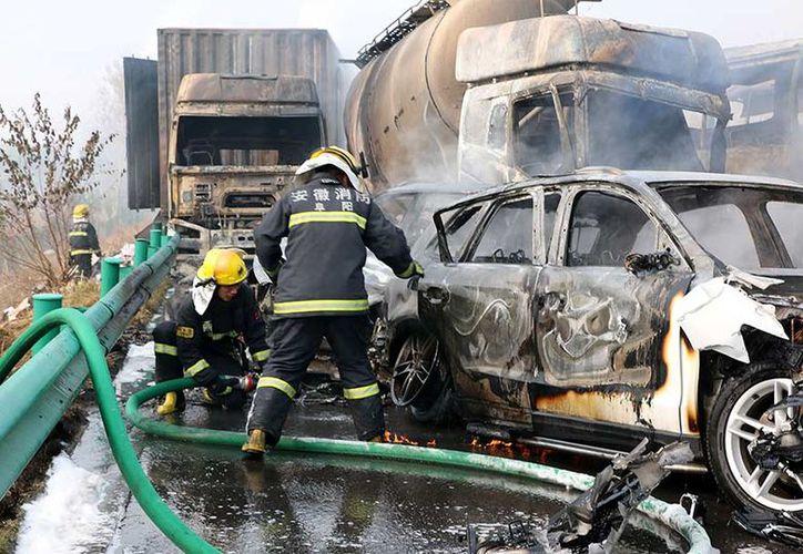 La policía local dijo que 19 personas resultaron heridas, nueve gravemente. (Excelsior)