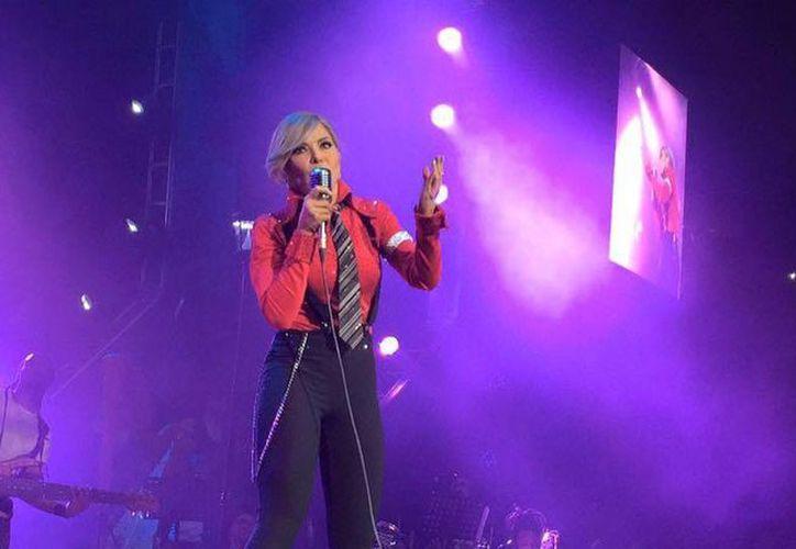 Gloria Trevi presentó su papel de 'Mister Trevi' en la primera parte del concierto, para después abrir paso a  'Miss Trevi', este sábado en la Arena Monterrey. (Facebook: Arena Monterrey)