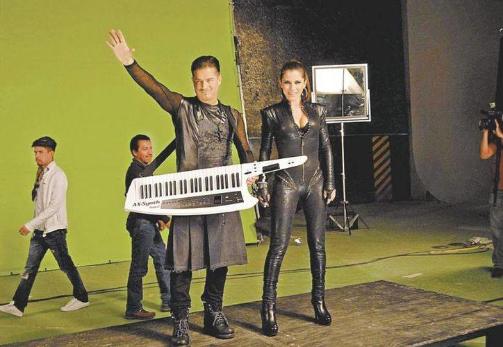 El dueto trabajó por varias horas en los Estudios Churubusco. (Milenio)