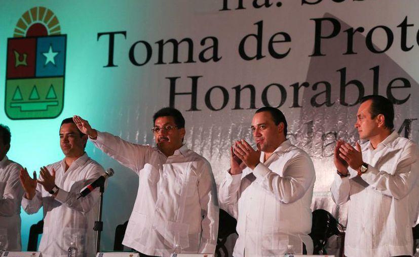 El discurso de toma de posesión del nuevo munícipe se llevó a cabo en la explanada del Palacio Municipal. (Redacción/SIPSE)