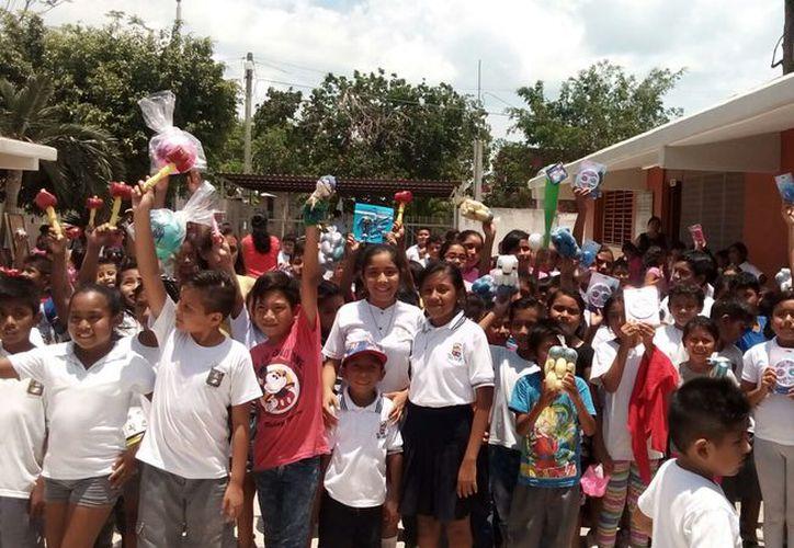 Los hermanos lograron juntar los juguetes, gracias a las donaciones de sus compañeros de la escuela y empresas como Novedades Chetumal. (Foto: Ángel Castilla  / SIPSE)