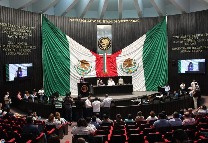 Los diputados avalaron el decreto para que las comunidades reciban recursos para promover el maya paz. (Joel Zamora/SIPSE)