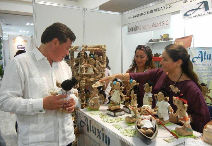 """El proyecto del muñeco """"Aluxin"""" es como un souvenir que vende la cultura maya. (Israel Leal/SIPSE)"""