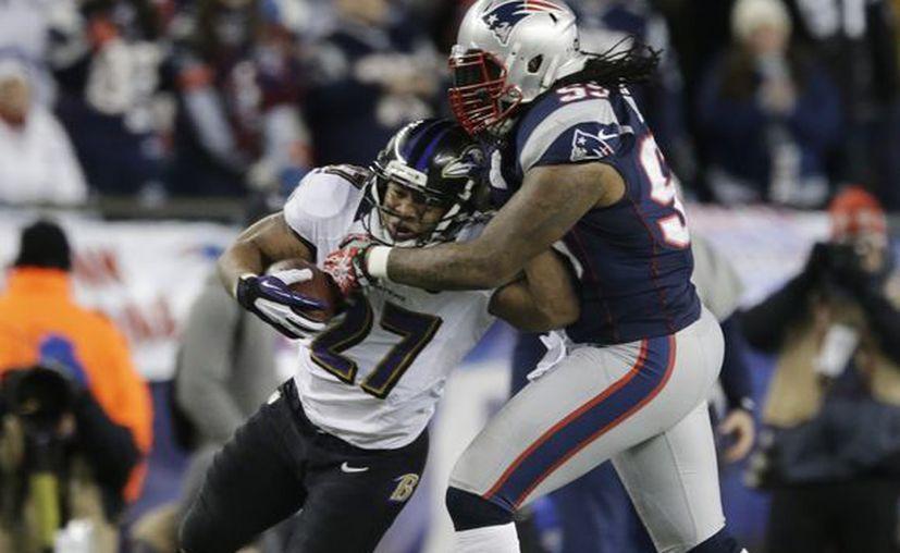 La defensiva de Baltimore provocó que Brady no luciera y obstaculizó a la mejor ofensiva de la liga. (Agencias)