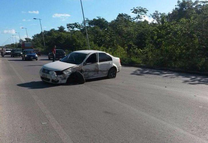 El automóvil fue trasladado al corralón. (Redacción/SIPSE)