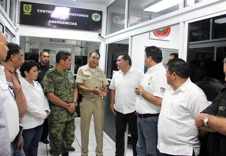 El recorrido que realizaron los integrantes del Consejo Estatal de Protección Civil. (SIPSE)