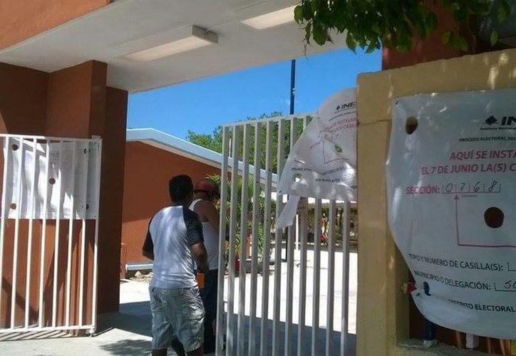Las casillas en Puerto Aventuras abrieron de manera puntual y se ha registrado buena participación. (Octavio Martínez/SIPSE)