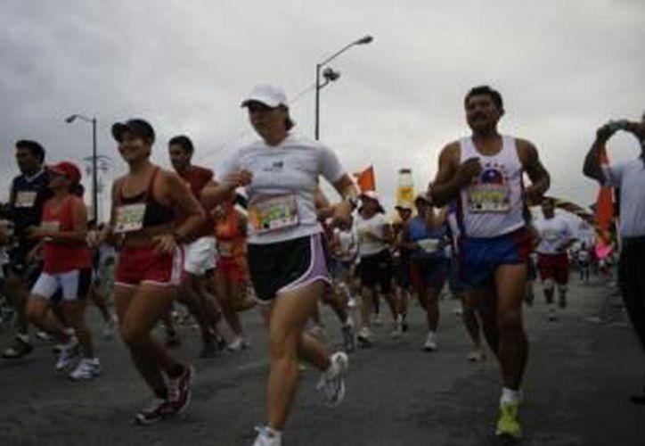 Los corredores de varias partes del país y locales se alistan para la gran fiesta atlética. (Redacción/SIPSE)