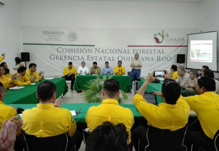 Los técnicos de Estados Unidos se reunieron ayer con el Equipo Regional de Manejo de Incidentes del Sureste. (Foto: Juan Rodríguez / SIPSE)
