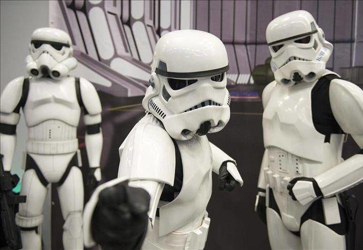 'Star Wars: The Force Awakens' vapuleó el récord impuesto por  'The Hunger Games' en 2012 de más preventas vendidas en un mismo día. La cinta será estrenada hasta el 18 de diciembre de este año. (Archivo EFE)