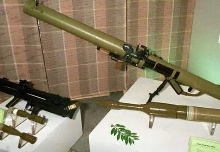 El lanzacohetes RPG-29 de fabricación rusa, fue asegurado junto con dos rifles automáticos, dos armas cortas y 200 cartuchos útiles. (Redacción/SIPSE)
