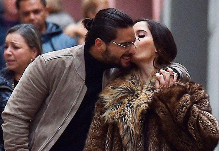 Captan a Maluma y a Natalia Barulich en una cita. (Getty Images)
