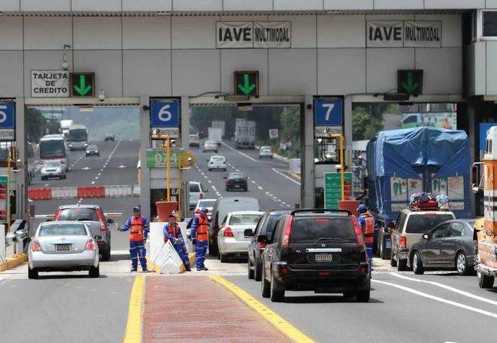 Se reportó 66 millones 883 mil 163 cruces de automóviles por la red de peaje. (Archivo/Notimex)