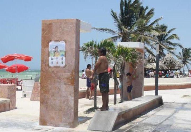 Las playas de Progreso estuvieron abarrotadas de gente. (Óscar Pérez/SIPSE)