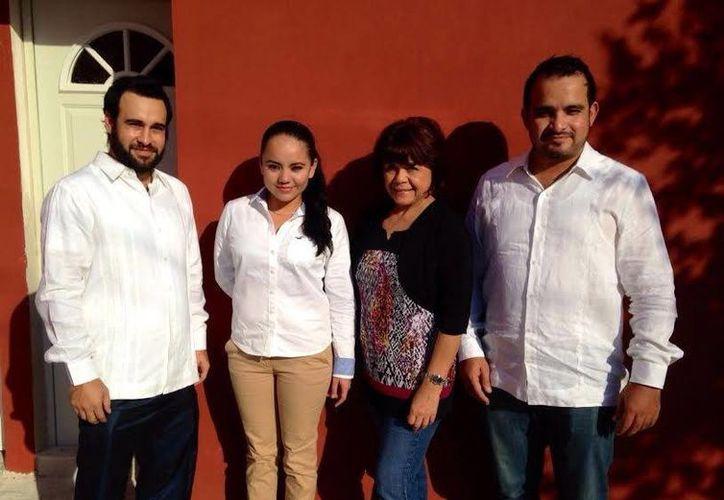Personal que atenderá necesidades de los paisanos que viven Estados Unidos y sus familiares, en Yucatán. (Milenio Novedades)