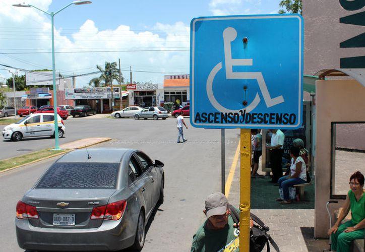 Para sensibilizar a la comunidad a favor de las personas con alguna discapacidad, el DIF imparte pláticas y talleres. (Joel Zamora/SIPSE)