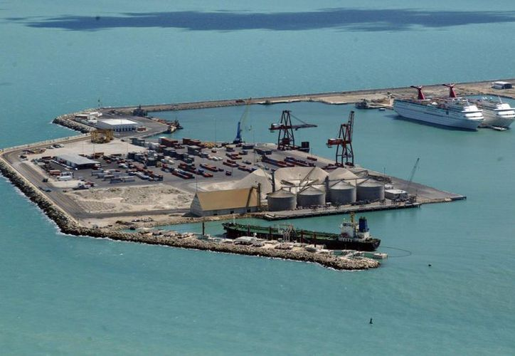 El total de la carga operada el año pasado, importación y exportación, fue de cuatro millones 201 mil 600 tons. (Milenio Novedades)