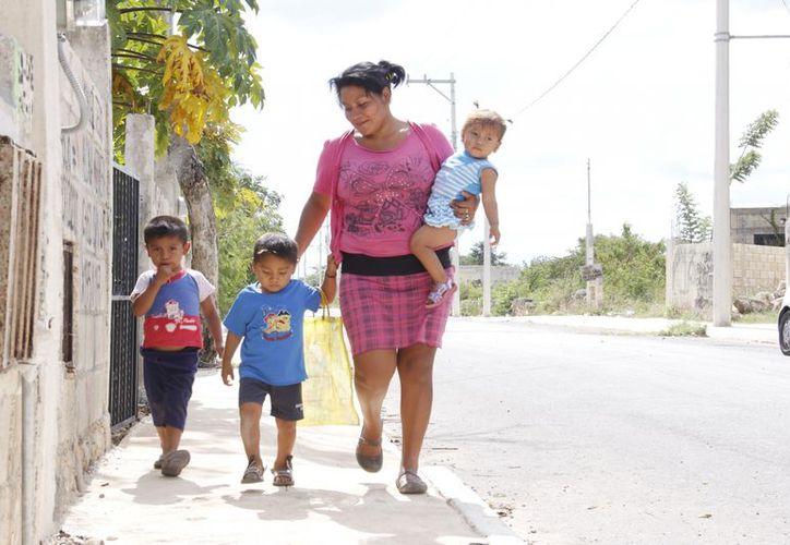 Ady junto con sus hijos y su sobrino sueñan con una hermosa Navidad. (Juan Albornoz/SIPSE)