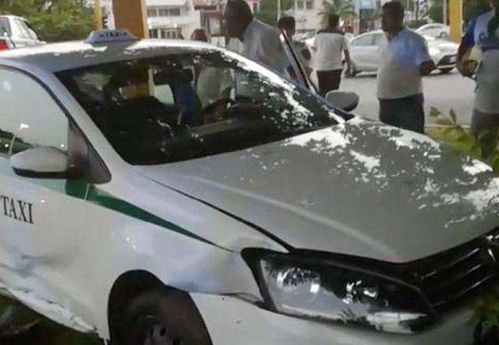 El presunto ladrón ya fue detenido por las autoridades en las inmediaciones de la entrada de Zona Hotelera. (Captura de pantalla/ SIPSE)