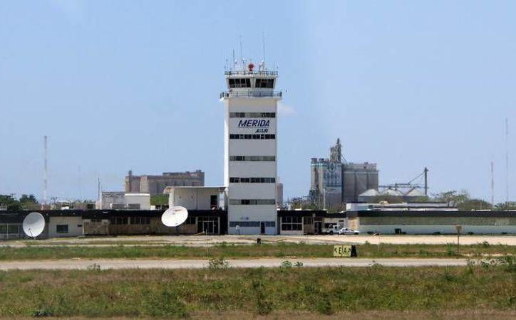 Un 'pollero' que transportaba a siete salvadoreños, cuatro de ellos niños, en el Aeropuerto de Mérida, fue condenado este martes a 5 años y tres meses de prisión. (Milenio Novedades)