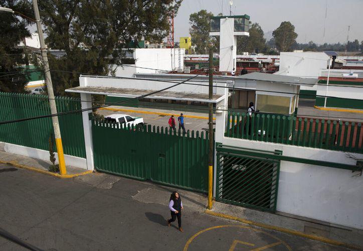 Resultado de imagen para niños detenidos en el centro migratorio las agujas