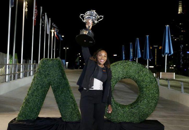 Tras el mal torneo de Angelique Kerber, Serena Williams aprovechó las condiciones para regresar al primer lugar mundial del Tenis Femenil.(Aaron Favila/AP)