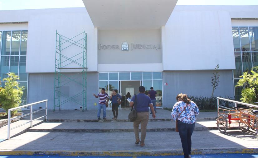 Desde temprano, en los juzgados orales iniciará el desfile de medios de prueba que se autorizaron en la audiencia previa, indicó la defensa de la ex funcionaria estatal. (Daniel Tejeda/SIPSE)
