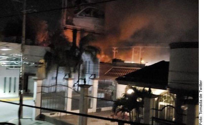 Según medios locales, el primer ataque se registró en una de la sucursales del negocio denominado Tacos Emilio's, en el Eje Norponiente Manuel J. Clouthier. (Agencia Reforma)