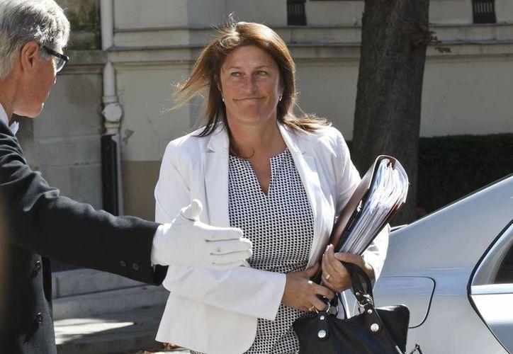 Fotografía de archivo de la ministra de Transportes de Bélgica, Jacqueline Galant, a su arribo a una reunión de emergencia en París, Francia. Galant dimitió de su cargo este viernes. (Agencias)