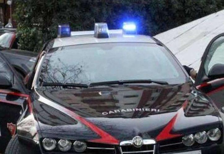 Decenas de agentes de la policía del estado y los carabineros ejecutaron las detenciones en la provincia de Lecce y en otras localidades del territorio italiano.  (lasua.com)