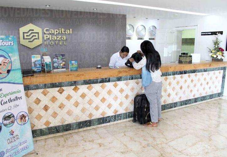 Cada turista que se hospeda en el estado paga el 3 % de impuesto. (Joel Zamora/SIPSE)