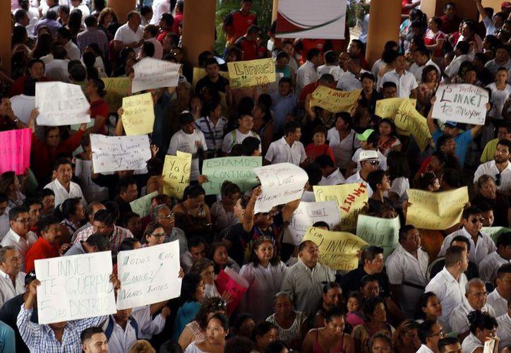 El trabajo realizado en las precampañas se refleja en las encuestas, afirma el líder priista, Carlos Sobrino Argáez. (SIPSE)