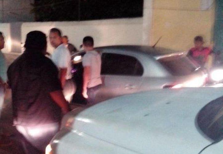 En Ticul, el vehículo de una candidata del PRI fue golpeado con un bate. (Milenio Novedades)