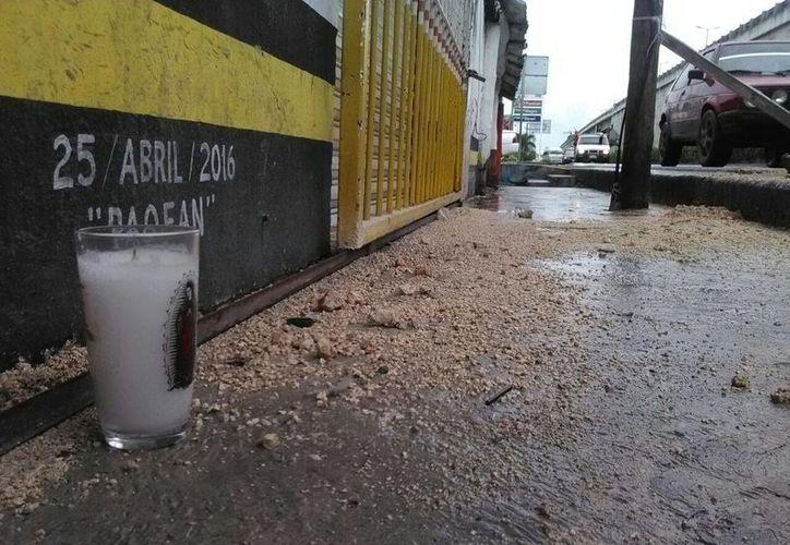 En el lugar en donde falleció el hombre colocaron una veladora. (Sergio Orozco/SIPSE)