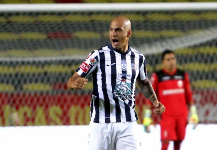 Pachuca todavía tiene esperanzas de calificar a la liguilla del Futbol Mexicano, ya que ganó 2-1 al Veracruz. (Notimex)