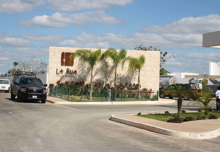 En una obra en construcción de la privada residencial La Rua, ubicada en el kilómetro 23 de la carretera Mérida-Motul, se registró la muerte de un albañil que pedía trabajo. (J. Pallota/Milenio Novedades)