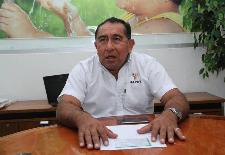 Manuel Bonilla Campos, director de la Japay, habló sobre los múltiples beneficios que traerá la aplicación de un nuevo material en trabajos de bacheo. (Foto: Jorge Acosta/SIPSE)