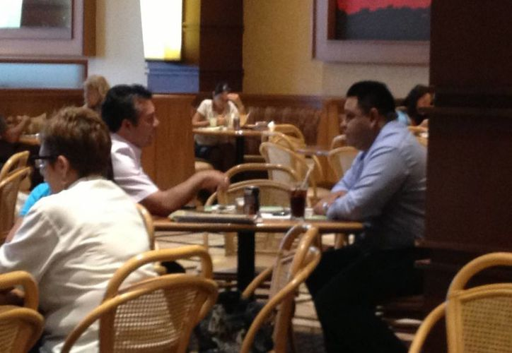 Orlando Muñoz Gómez y Mauricio Góngora Escalante se reunieron ayer por la tarde. (Adrián Barreto/SIPSE)