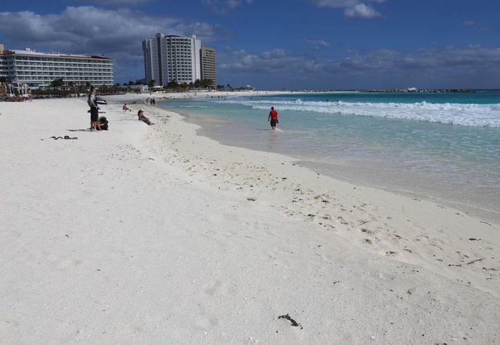 Mencionan que no es necesario recurrir a algún proyecto de recuperación de playas. (Israel Leal/SIPSE)